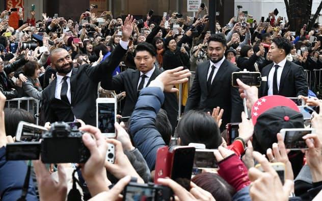 ラグビー日本代表がパレード 8強入りまで4年間の歩み