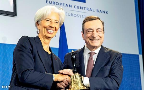 ECBのラガルド新総裁(左)はドラギ前総裁の後を継ぎ、11月1日に就任した=ロイター