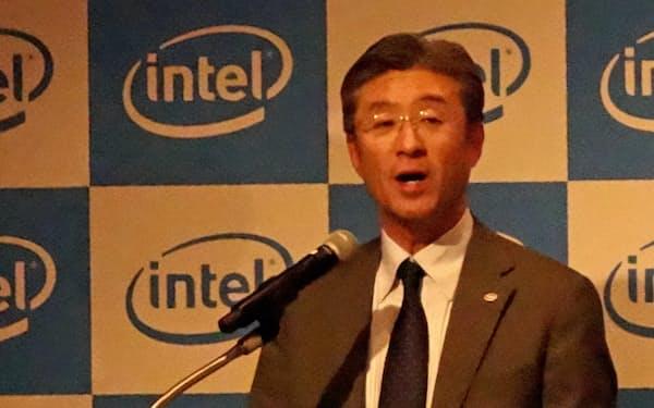 直近の取り組みについて説明するインテル日本法人の鈴木国正社長(11日、東京都千代田区)