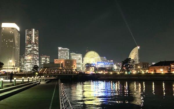ナイトシンクでは、エリアのビルをライトアップする(横浜市)