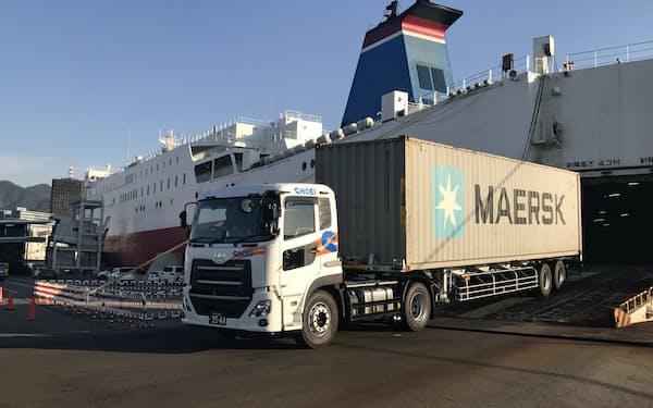 宮崎港から民間フェリーで神戸港に着いた住友ゴム工業のドミニカ向けの貨物(11月)