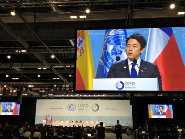 小泉氏は政府代表として演説した(11日、マドリード)