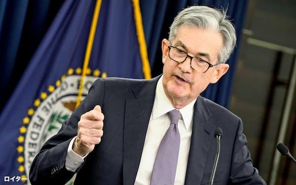FOMC後に記者会見するパウエルFRB議長(11日、ワシントン)=ロイター