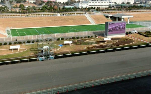 馬場内の調整池にサッカー場も設けられた(兵庫県姫路市)