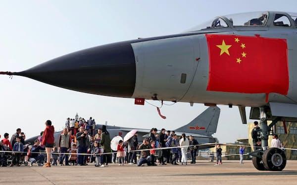 中国は米国の軍事的優位を脅かしている=ロイター(写真は中国人民解放軍の戦闘機)