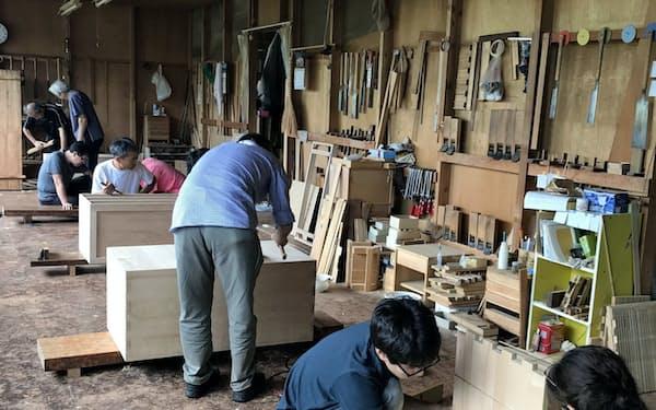 茂野タンス店が開くタンス作り教室。桐タンスのファンを獲得するとともに技術を継承するのが目的だ