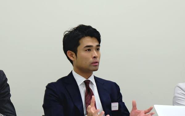 記者会見するメドレーの豊田剛一郎代表取締役(12日、東証)