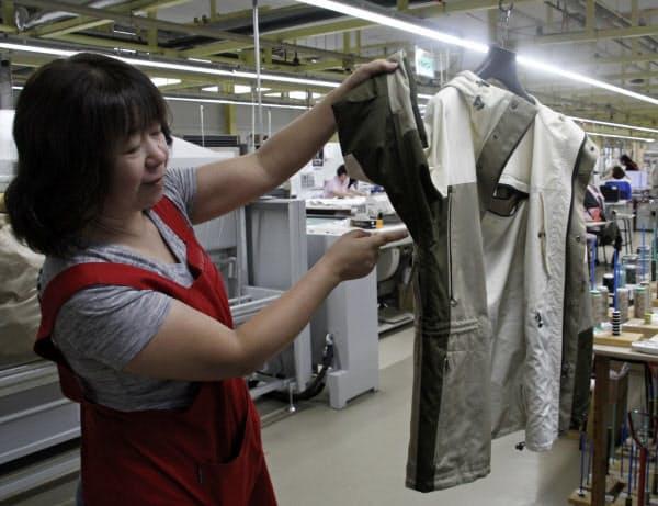 三陽商会の国内工場では職人の技にこだわる(青森県七戸町)