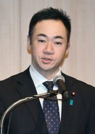 講演する鈴木馨祐外務副大臣(12日、東京都港区)
