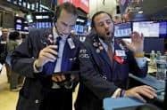 米株式相場は大幅高で始まった(ニューヨーク証券取引所)=AP