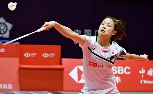 女子シングルス1次リーグ タイ選手に勝利した奥原希望(12日、広州)=共同