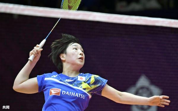 女子シングルス1次リーグ 中国選手に勝利した山口茜(12日、広州)=共同