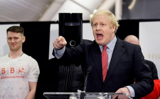 自分の選挙区で当選が決まった後、気炎を吐くジョンソン英首相=ロイター