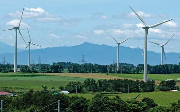 六ケ所村は年間を通して風が強く、風力発電に適している(青森県六ケ所村)