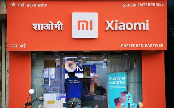 中国スマートフォンの小米の製品を扱う販売店(5月、インド・ビハール州)=三村幸作撮影