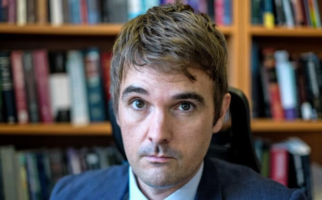 Stuart Hargreaves カナダ・トロント大博士(法学)。同ヨーク大オズグッド・ホール・ロースクール教員などを経て現職。専門は憲法・法理論など。
