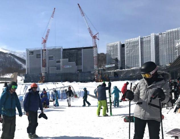 ニセコはパウダースノーで欧米からのスキー客に人気(北海道倶知安町)