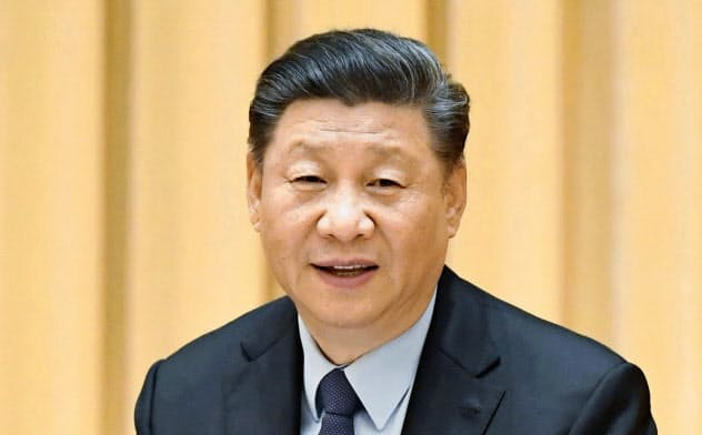 中央経済工作会議で演説する中国の習近平国家主席=北京(新華社=共同)