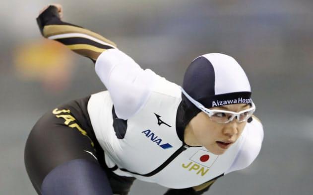女子500メートル 37秒49で優勝した小平奈緒(13日、エムウエーブ)=共同
