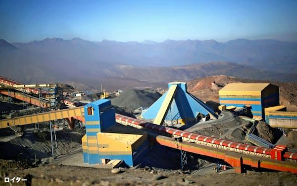 銅は需要の鈍化が上値を抑える(チリ銅公社コデルコの鉱山)=ロイター