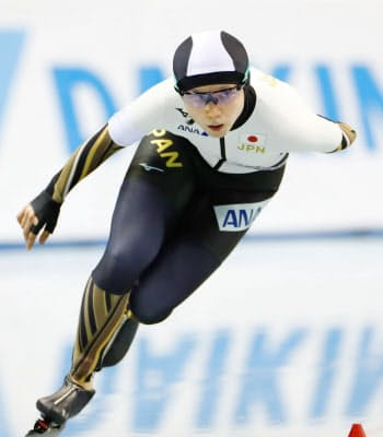 女子3000メートル 4分5秒17で5位の高木美帆。国内最高記録を更新した(14日、エムウエーブ)=共同