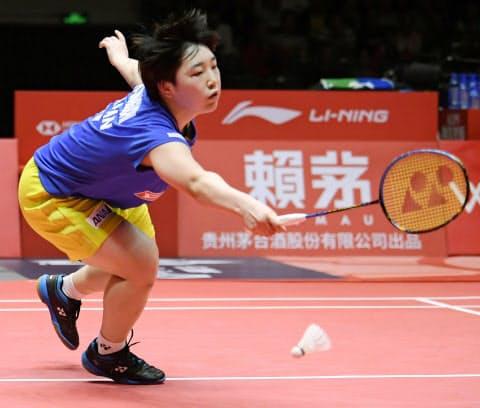 女子シングルス準決勝、中国選手に敗れた山口茜=共同