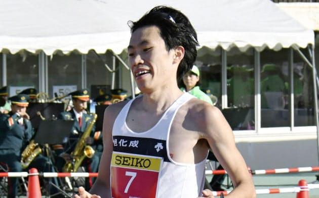 日本勢トップの2位に入った吉村大輝(15日、防府市陸上競技場)=共同