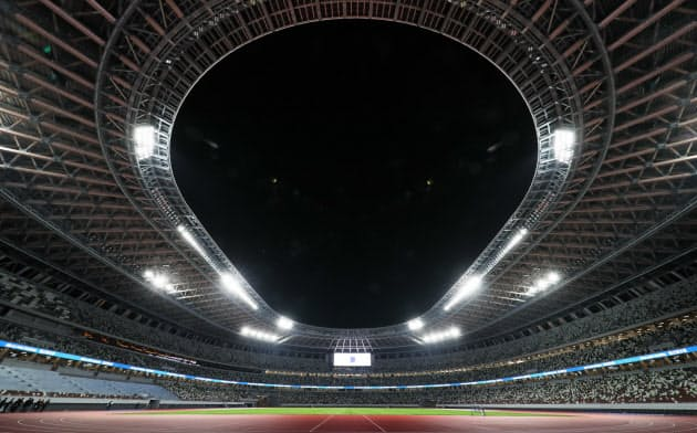 竣工式が行われた国立競技場(15日)