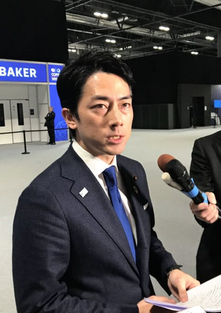 小泉環境相は日本政府団の交渉の成果を強調した(15日、マドリード)