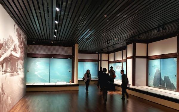 鑑真和上と唐招提寺東山魁夷作品展は40万人の来場者を見込む(16日の内覧会、上海博物館)