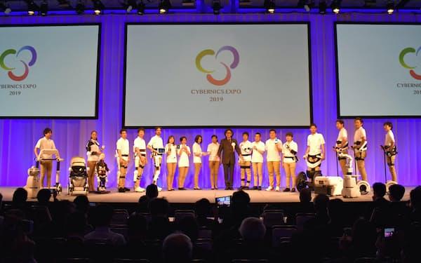 サイバーダインは「サイバニクスEXPO」を初めて開催し、自社製品などを紹介した(16日、東京都千代田区)