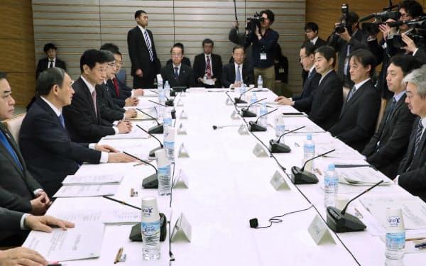 首相官邸で開かれたデジタル市場競争会議(17日午前)