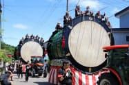 大太鼓の館では大太鼓が間近で見られる(7月、秋田県北秋田市の綴子神社例大祭)