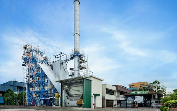 シンガポールで稼働中の同型の焼却施設(DOWAホールディングス提供)