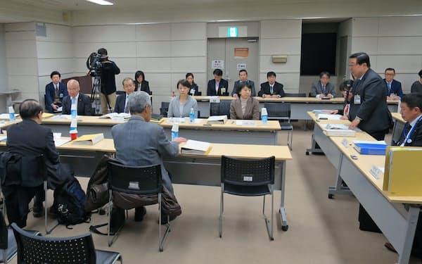 専門分科会は利用状況の調査結果などを議論した(18日、横浜市)