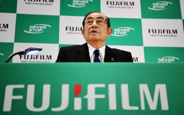 富士フイルムホールディングスの古森重隆会長兼CEOは合弁解消で事務機で師弟対決に挑む