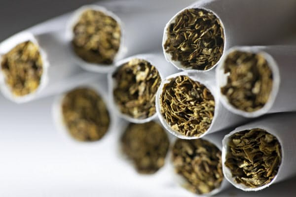 たばこが原因で死亡する人は年約800万人にのぼる=AP