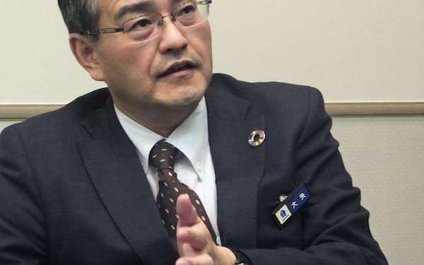 インタビューに答える横浜銀の大矢頭取