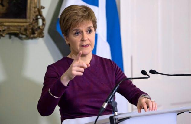 スコットランド行政府のスタージョン首相(19日、エジンバラ=ロイター