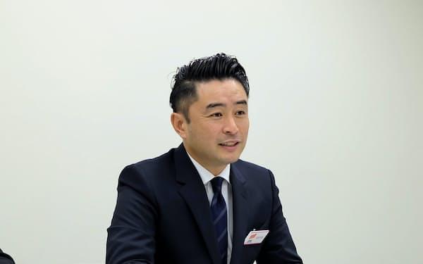 記者会見するINCLUSIVEの藤田誠社長(20日、東証)