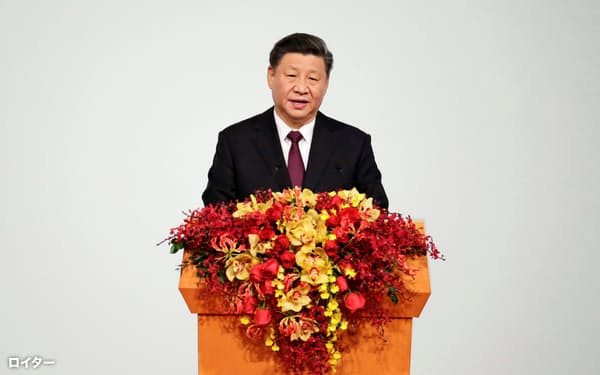 マカオの式典で演説する中国の習近平・国家主席(20日)=ロイター