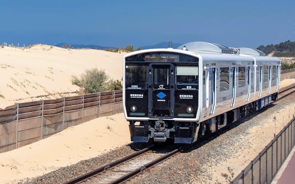 走行試験には、蓄電池で走る電車「DENCHA(デンチャ)」を使う