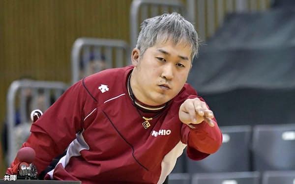 脳性まひ(BC2)決勝 ボールを投げる広瀬隆喜(22日、豊田市総合体育館)=共同
