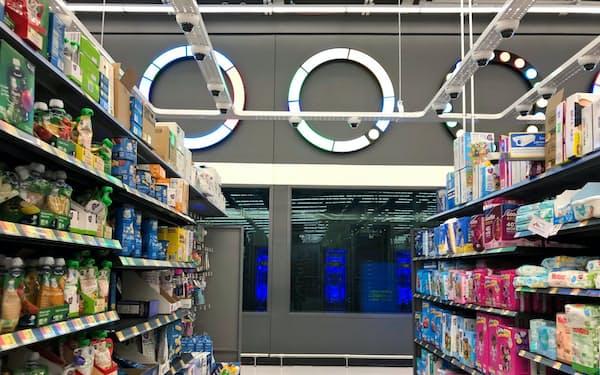 ウォルマートは店内に客の動きを察知するカメラやセンサーを設置(ニューヨーク州)