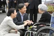 天皇陛下が皇太子時代の2018年9月、九州北部豪雨の被災地を訪問した際の両陛下(福岡県朝倉市)