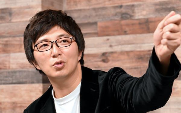 1976年東京都生まれ。アカペラグループ「RAGFAIR」のリードボーカルのほかソロでも活動。「直撃LIVEグッディ!」(フジテレビ)、「たまむすび」(TBSラジオ)など出演中。