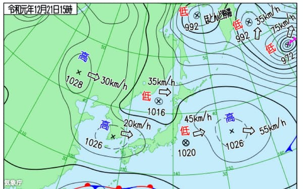 日本付近は高気圧、低気圧が次々に通り、冬らしくない天気図の日が多い(12月21日午後3時。気象庁作成)