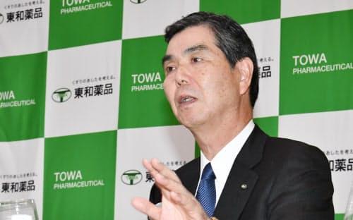 スペイン・ペンサ社の買収について記者会見する東和薬品の吉田逸郎社長(23日、東京・丸の内)