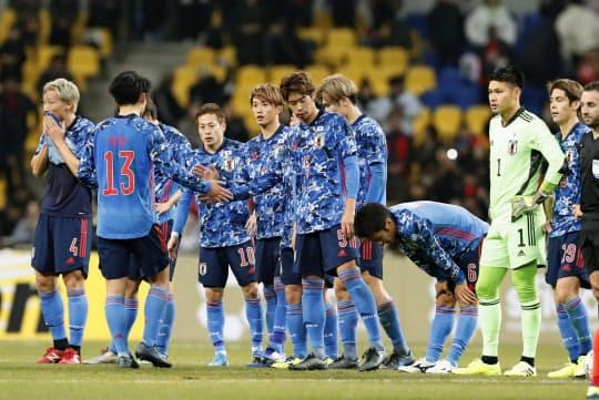 日本はE-1選手権の最終戦で韓国に敗れ、優勝を逃した=共同