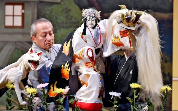 「文楽の夕べ」で上演された「本朝廿四孝~奥庭狐火の段」(2019年11月、大阪市北区)